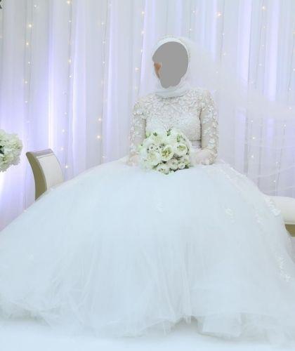 Buy Sell Wedding Dress Online Dubai UAE Modest A-Line Solomia Bridal Julietta dress with high neckline and long sleeves. Size Medium